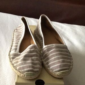 Slip on canvas shoes size7